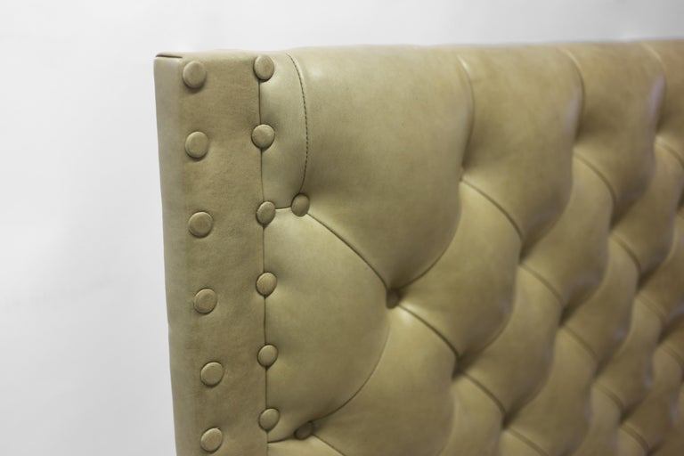 American Classical Tan Leather Tufted Bed with Oakwood Rails with Button Details For Sale