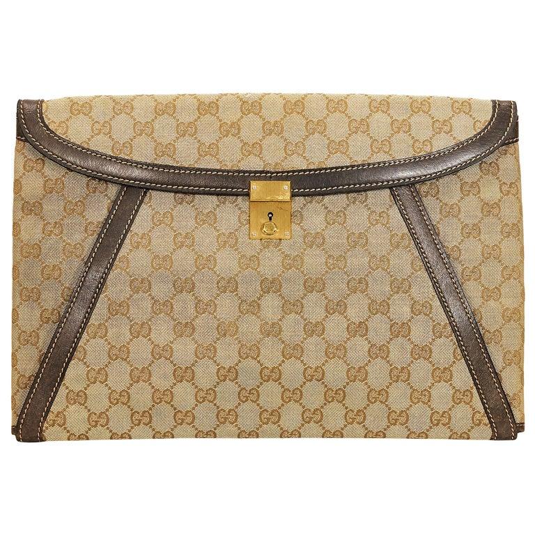 f5e8c52956a5 Tan Vintage Gucci Logo Portfolio Pouch For Sale at 1stdibs