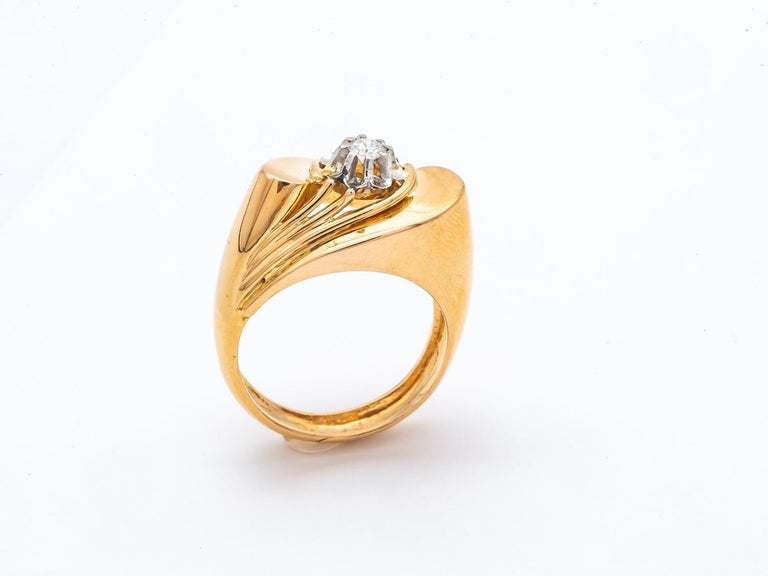 Tank Ring  yellow Gold 18 Carats shape of the 1940s/1950s, surmounted by a brilliant size diamond 0.12carats french size 52 1/2 USA size 6 1/4 british size M 7.1 grams solid gold 18 karats