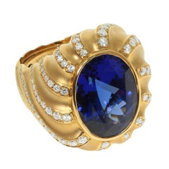 Tanzanite 15.86 Carat Diamond 18 Karat Yellow Gold Ring