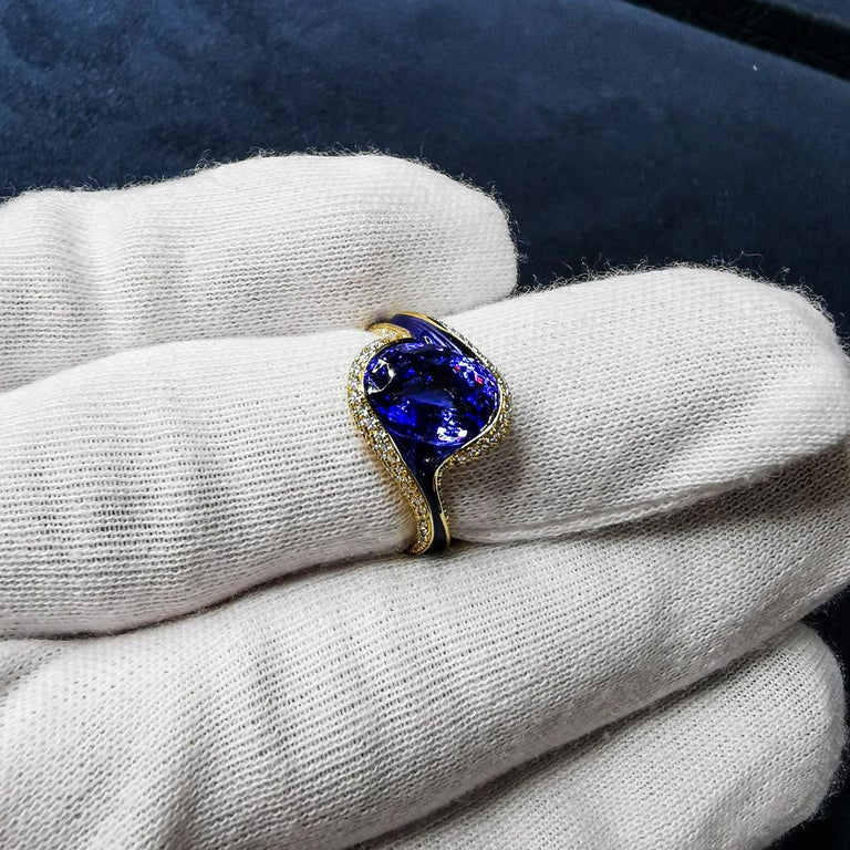 Contemporary Tanzanite 3.49 Carat Diamonds Enamel 18 Karat Yellow Gold Ring For Sale