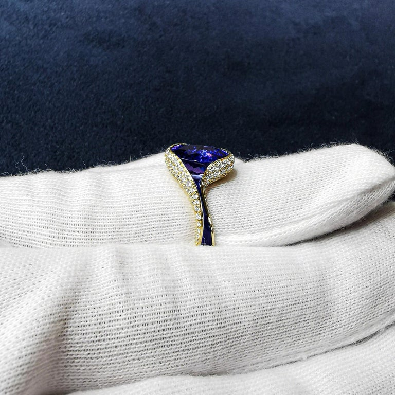 Oval Cut Tanzanite 3.49 Carat Diamonds Enamel 18 Karat Yellow Gold Ring For Sale