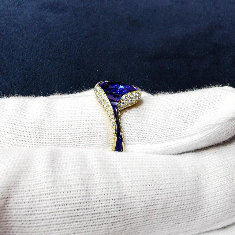 Tanzanite 3.49 Carat Diamonds Enamel 18 Karat Yellow Gold Ring In New Condition For Sale In Bangkok, TH