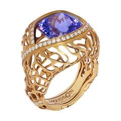 Tanzanite 8.60 Carat Diamonds 18 Karat Yellow Gold Coral Reef Ring