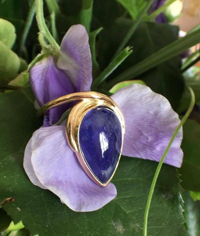 Luminous tanzanite pear cabochon, voluptuous volume for this 18k gold ring. We have the same model with a pink tourmaline cabochon. The ring is size 55 or 7 1/4 but can be sized. Tanzanite weight: 17.08 carats Total weight: 8.48 grams