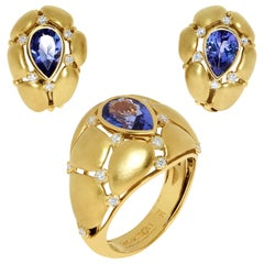 Tanzanite Diamonds White 18 Karat Yellow Gold Suite