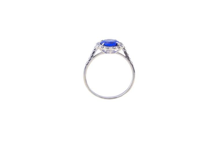 Tanzanite Ring with Diamonds In New Condition For Sale In Bad Kissingen, DE