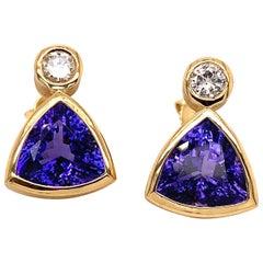 Tanzanites Stud Earrings with Diamonds in 18 Karat Gold