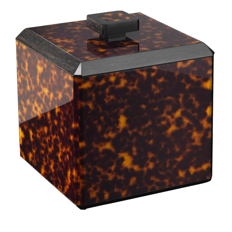 This elegant container for ice is part of the Tartaruga collection, entirely handmade of Lucite decorated with a tortoiseshell pattern. The lid is highlighted in solid ebony wood and the inside of the box is lined with neoprene to keep the cold in.