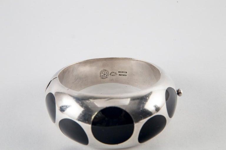 Taxco Sterling Silver and Black Bakelite Polka Dot Bracelet In Good Condition For Sale In Norwalk, CT