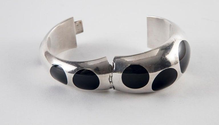 Taxco Sterling Silver and Black Bakelite Polka Dot Bracelet For Sale 2