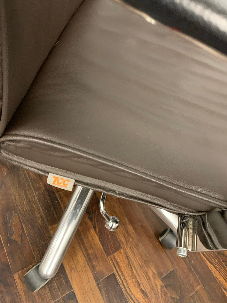 TCC Low Back Brown Leather Office Chair In Good Condition For Sale In New York, NY