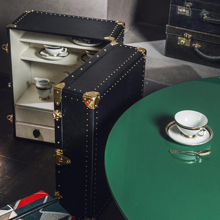 Retro-chic allure and exquisite attention to detail are the distinctive traits of this vinyl trunk that provides storage and display space for precious Lps, while also offering high-end technology with the Technics SL-1210GR direct-drive turntable