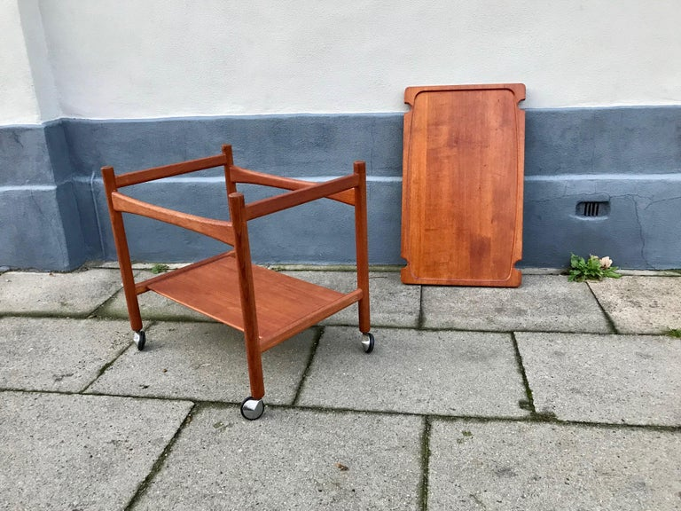 Hans Jørgen Wegner bar, serving cart with removable tray. Made in Denmark by PP Møbler. All original condition - no restorations. Lovely golden patina and lighter signs of ware. The tray top is solid teak, removable and finished on both sides.