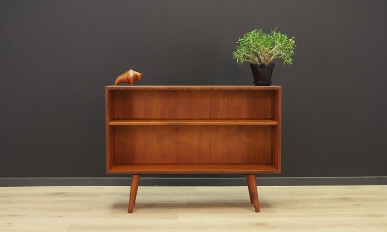 Classic bookcase / library from the 1960s-1970s, Scandinavian minimalism. The surface of the furniture finished with teak veneer. Shelf with adjustable height. Maintained in good condition (minor bruises and scratches) - directly for