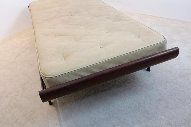 Teak Cleopatra Daybed with Original Leather Mattress by Cordemeijer for Auping In Good Condition For Sale In Voorburg, NL