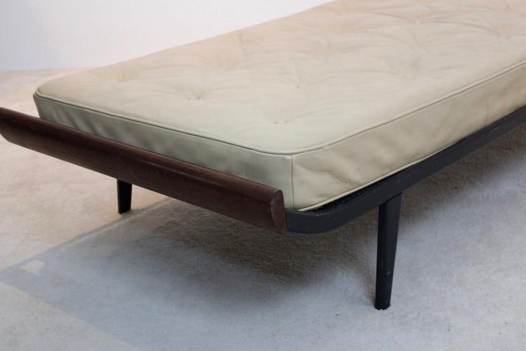 Teak Cleopatra Daybed with Original Leather Mattress by Cordemeijer for Auping For Sale 1