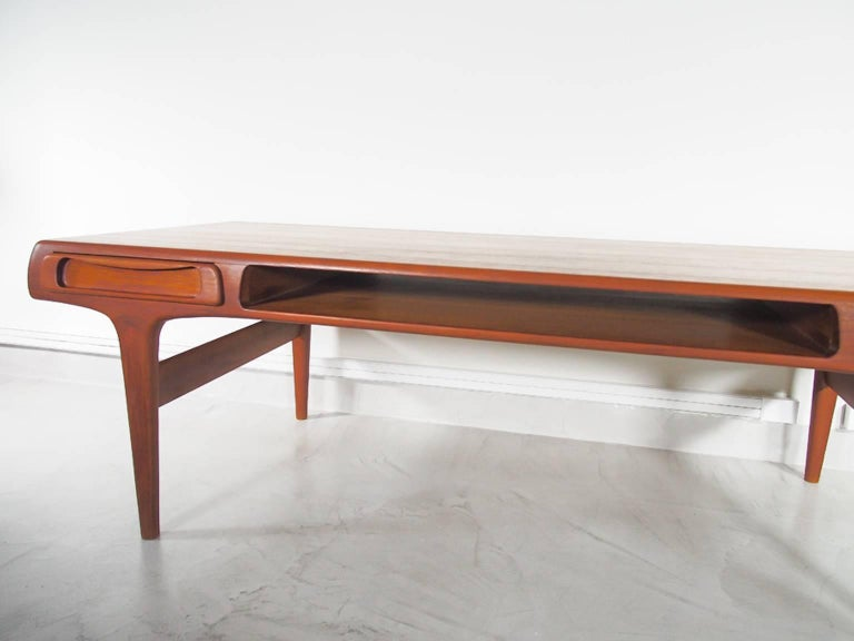 Teak Coffee Table Attributed to Johannes Andersen In Good Condition For Sale In Madrid, ES