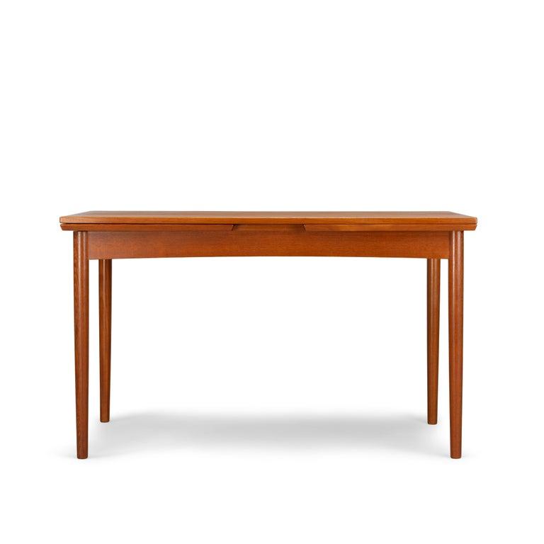 Teak Danish Mid-Century Modern Extendable Dining Table, 1960s In Good Condition For Sale In Teteringen, Noord-Brabant