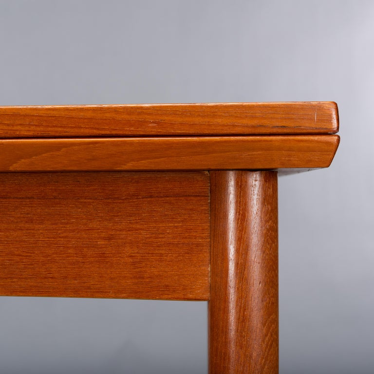Teak Danish Mid-Century Modern Extendable Dining Table, 1960s For Sale 4