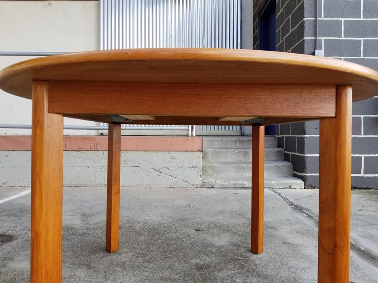 Teak Danish Modern Expanding Dining Table In Good Condition In Fulton, CA