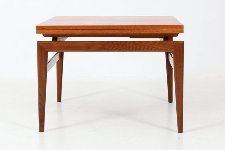 Elegant and rare Mid-Century Modern coffee table.