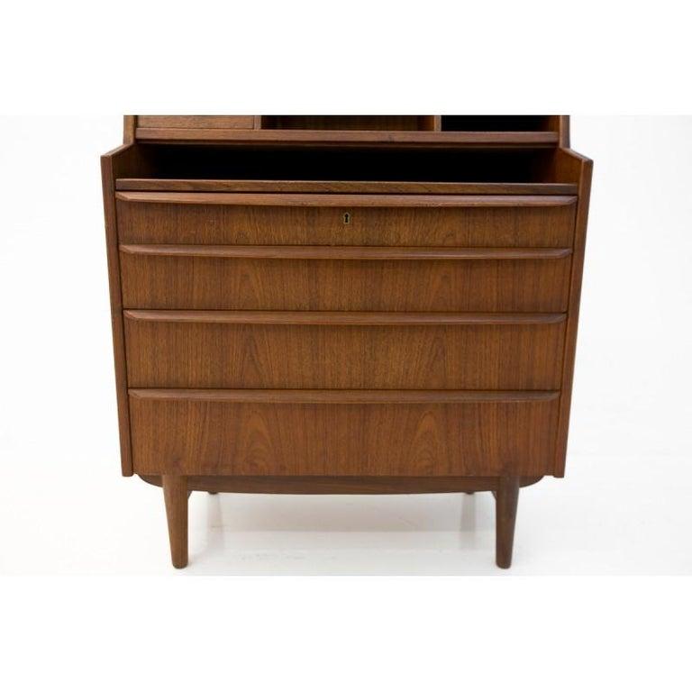 Scandinavian Modern secretary desk. Comes from Denmark, sign as William Jensen Skrillinge Møbelfabrik. Functional item, spacious drawers and little shelves. Preserved in very good condition.