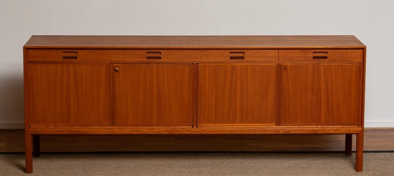Teak sideboard designed by Bertil Fridhagen for Bodafors Bra Bohag from Sweden. The sideboard is in an excellent condition. Period 1950s.