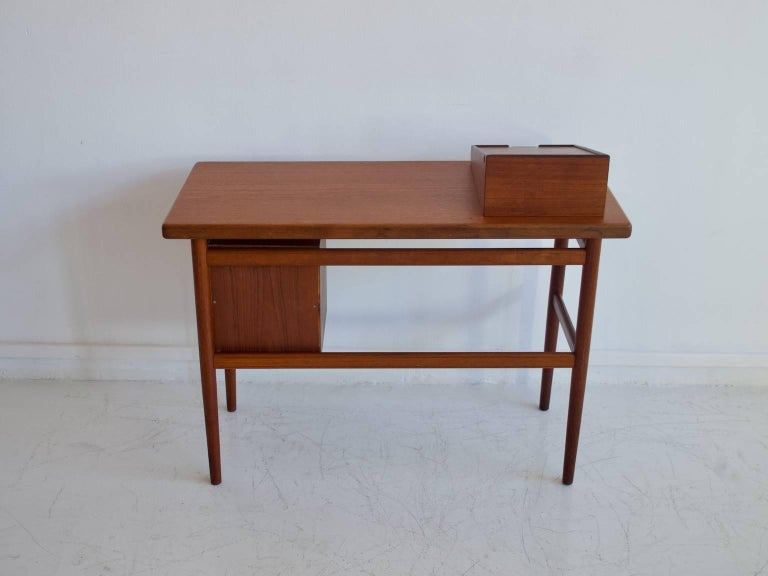 Teak Vanity Table with Mirror and Compartments For Sale 4