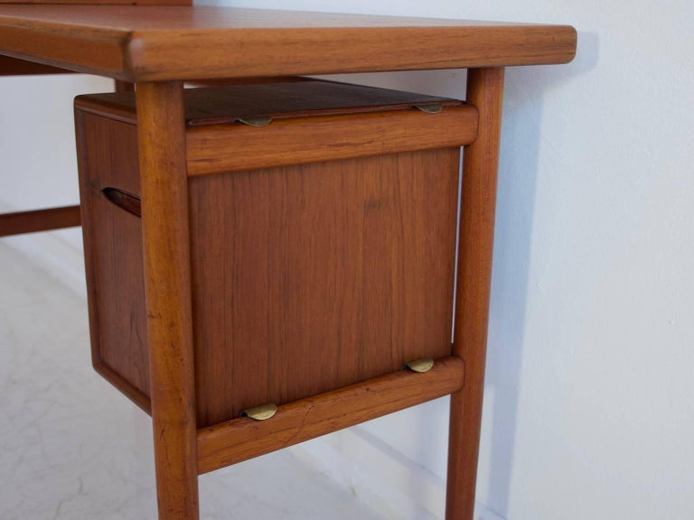 Teak Vanity Table with Mirror and Compartments In Good Condition For Sale In Madrid, ES