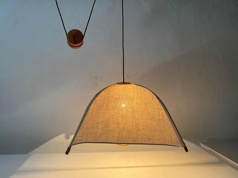 Teak Wood & Fabric Shade Counterweight Pendant Lamp by Domus, 1980s Italy In Good Condition For Sale In Hagenbach, DE