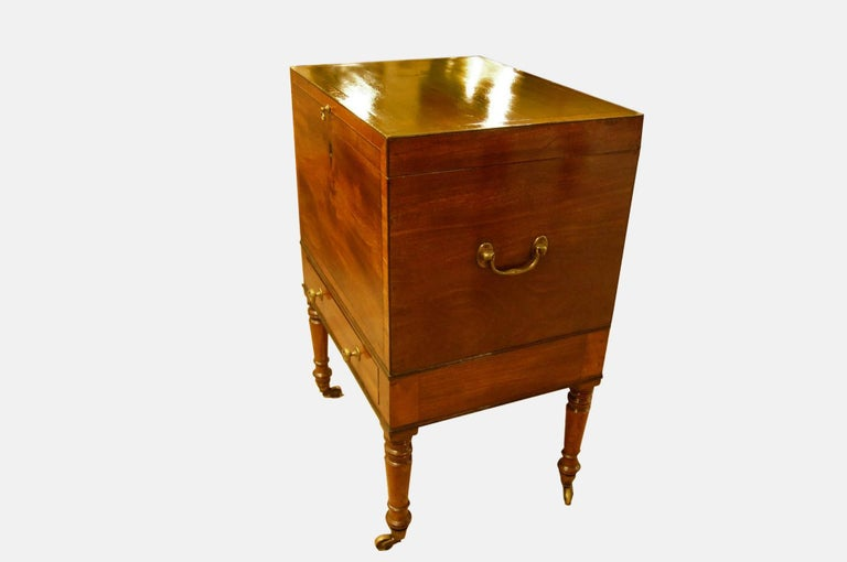 Teapoy/Decanter Box on Stand In Excellent Condition For Sale In Salisbury, GB