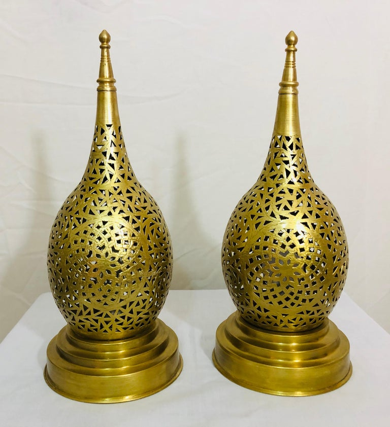 Moorish Tear Shaped Gold Brass Moroccan Table Lamps, a Pair For Sale
