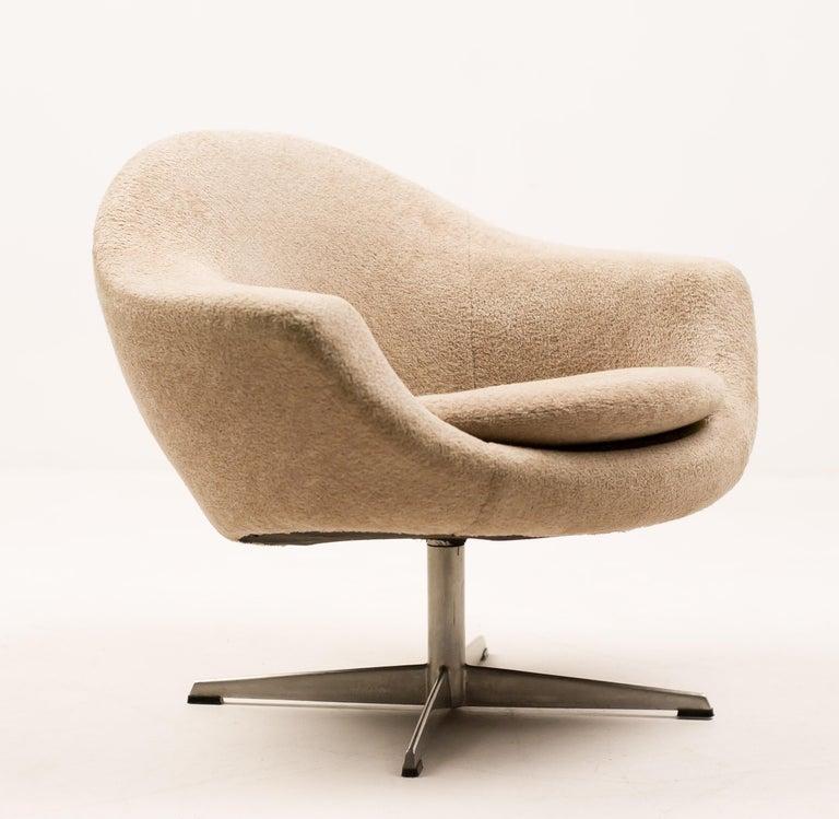 Scandinavian Modern Teddy Bear Swivel Lounge Chair For Sale
