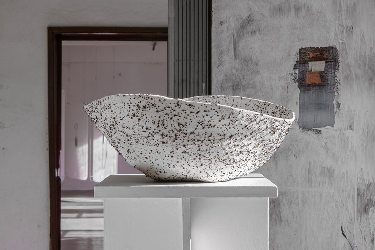 Stracciatella is the first object from the project Telluride, and it is a big bowl create in Volcanic Porcelain. The Volcanic Porcelain is special porcelain realized by Tellurico, which is composed of a very elastic ultra-white porcelain and Lava