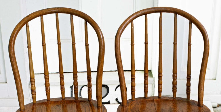 TEN Connecticut Hoop Back Windsor Chairs In Good Condition For Sale In Woodbury, CT