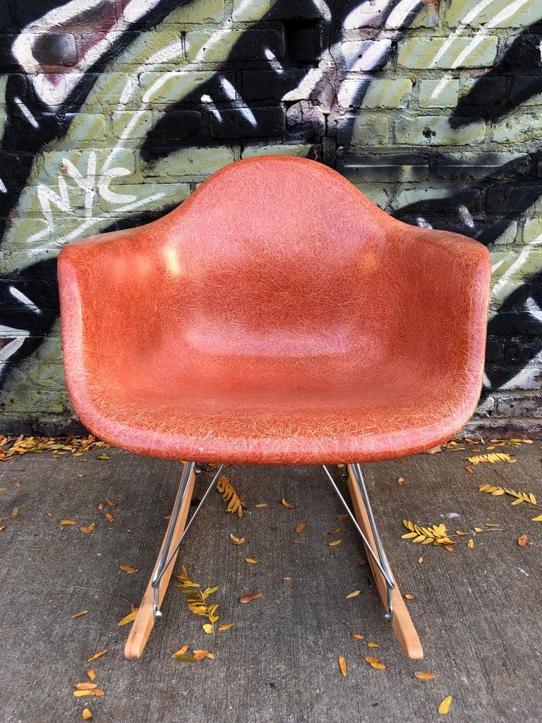 Mid-Century Modern Terracotta Herman Miller Eames RAR Rocking Chair For Sale