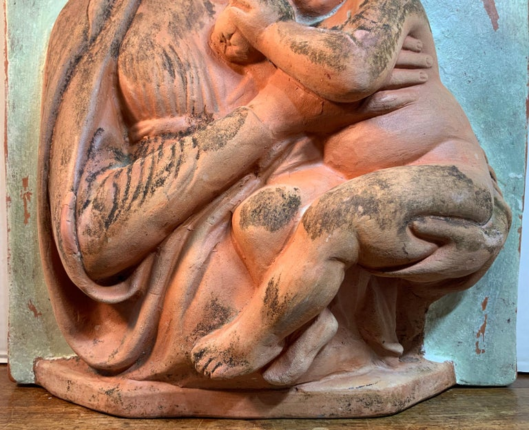 Terracotta Italian Sculpture of Mother and Child for Palmiery For Sale 4