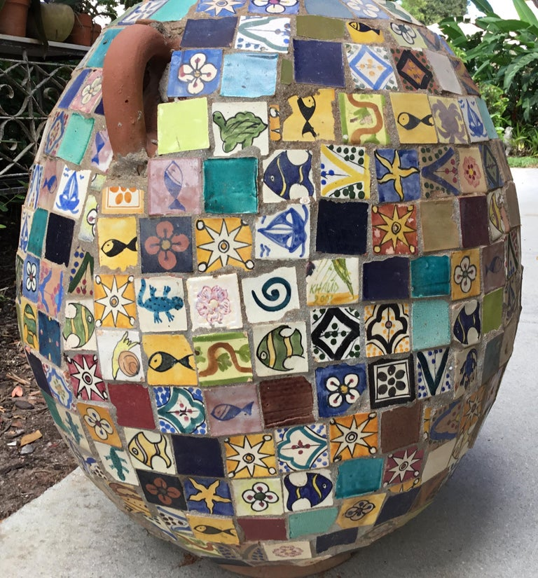 Terracotta Single Garden Vase Urn with Ceramic Tile Mosaic In Good Condition For Sale In Delray Beach, FL