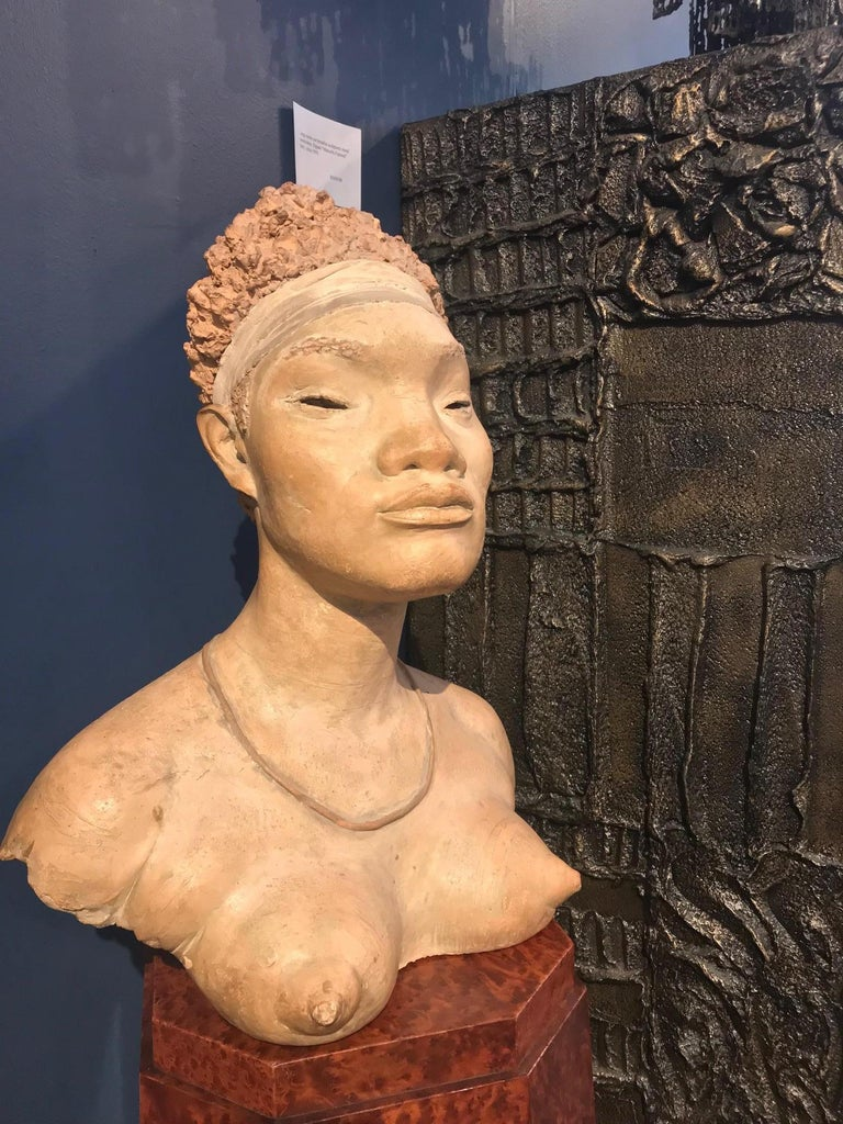 Terracotta sculpture of an African woman by Renzo Moscatelli. Signed: ''R. Moscatelli''.
