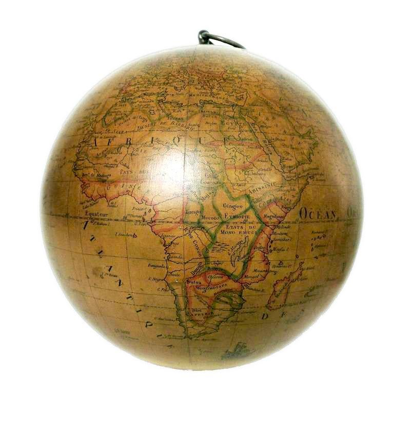 Terrestrial Globe French 18th Century, Swinging Structure In Excellent Condition For Sale In Milan, IT