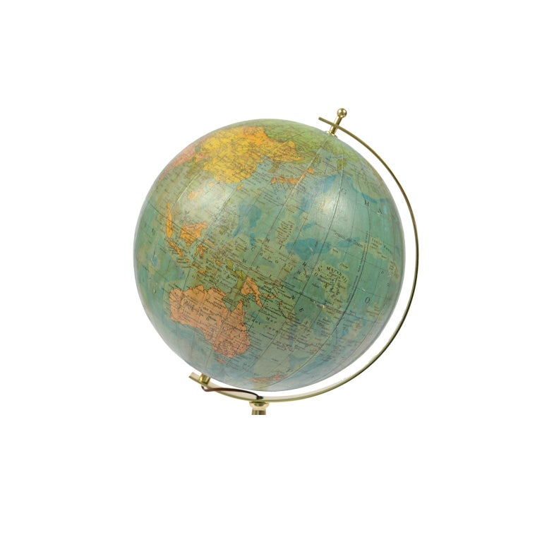 Terrestrial globe illuminated from the inside (EU plug); on the cartouche we read: Globo terrestre Geografico scala 1:50.000.000 Fisico – Politica Torino, made in the 1950s. Sphere of transparent celluloid and covered with paper and base of turned