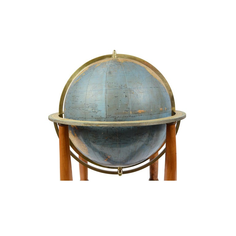 Antique Terrestrial Globe Walnut Base Published in 1950 by Vallardi Pubblisher In Good Condition For Sale In Milan, IT