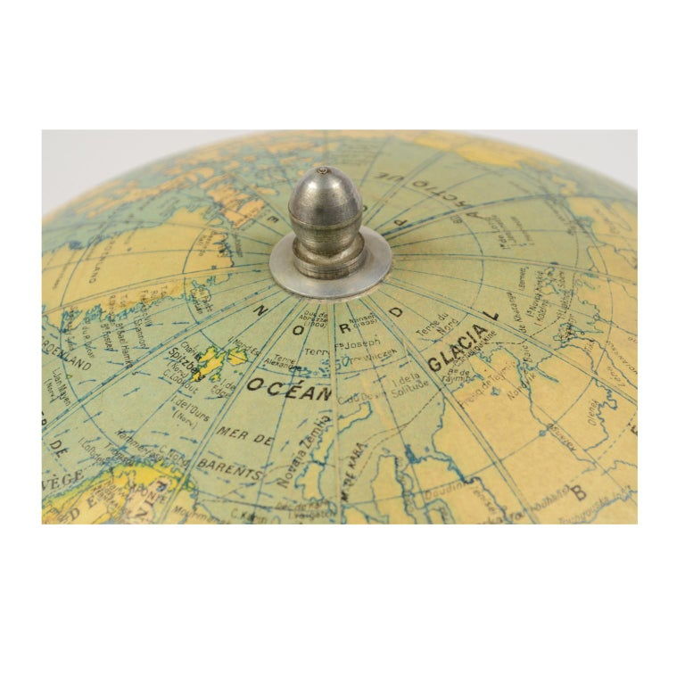 Terrestrial Globe Published in the 1940s by Girard Barrère et Thomas, Paris For Sale 7