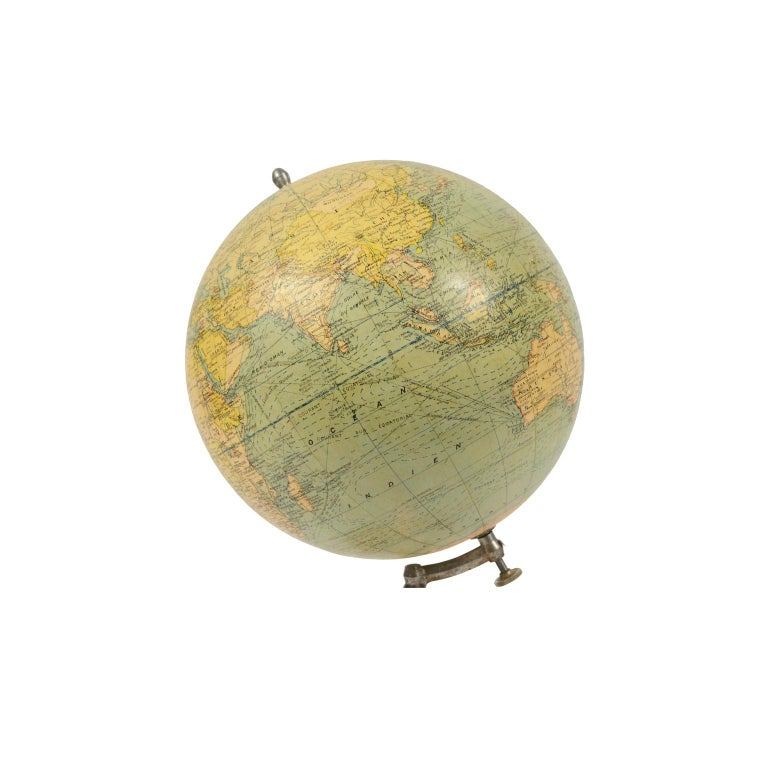 French Terrestrial Globe Published in the 1940s by Girard Barrère et Thomas, Paris For Sale