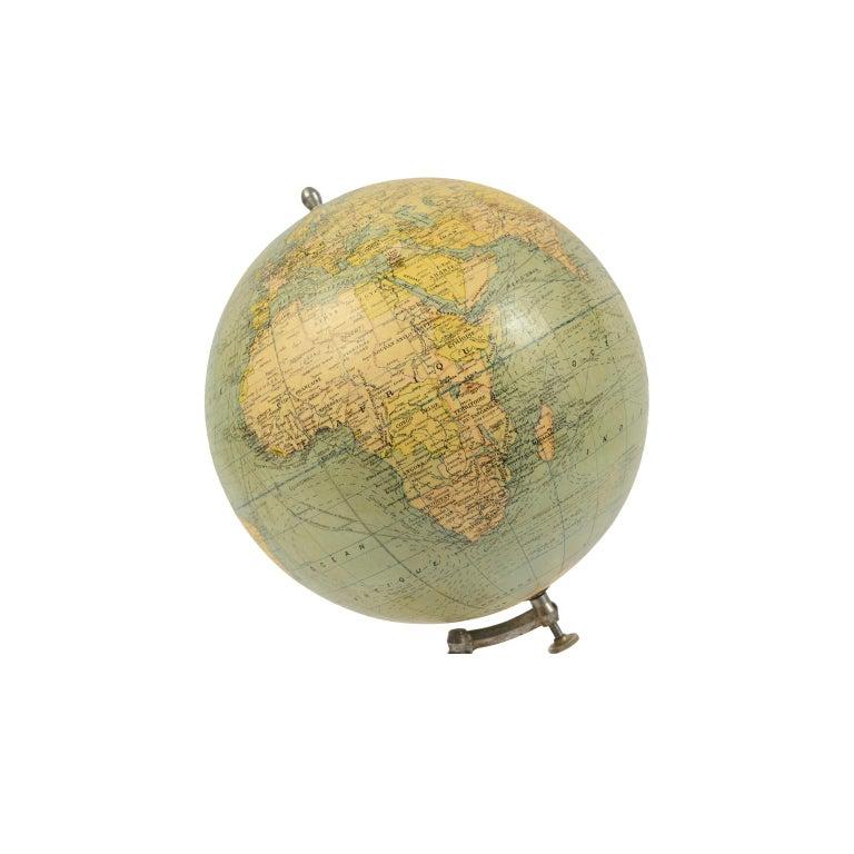 Terrestrial Globe Published in the 1940s by Girard Barrère et Thomas, Paris In Good Condition For Sale In Milan, IT