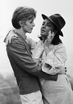 David Bowie with Elizabeth Taylor - Terry O'Neill (Black and White Photography)