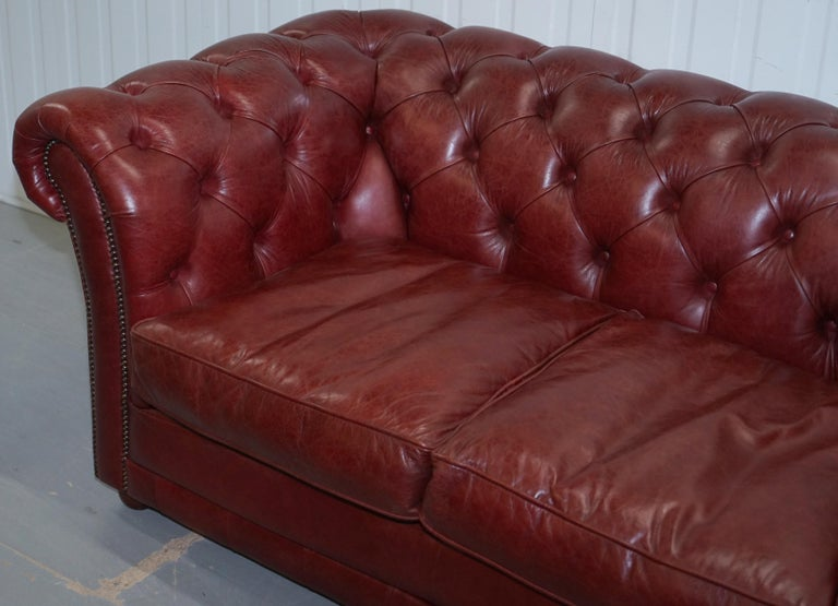 Hand-Crafted  Tetrad England Reddish Brown Leather Chesterfield Sofa Part of Suite For Sale