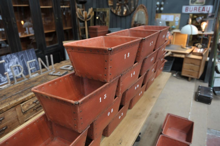 Textile Factory Industrial Stack Able Boxes Bu Suroy 'FRANCE', circa 1950 In Good Condition For Sale In Roubaix, FR