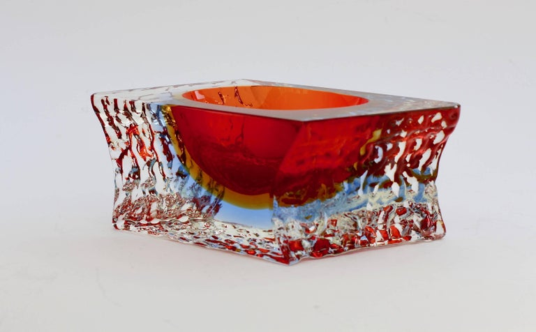 Italian Textured and Faceted Murano Sommerso Ice Glass Bowl Attributed to Mandruzzato For Sale
